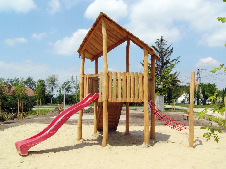 Sechseck Spielturm aus Robinienholz