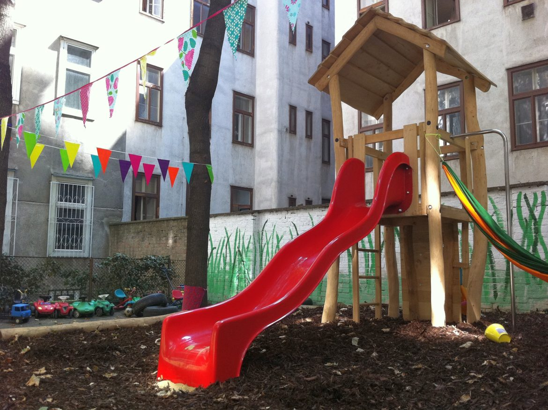 Robinie Spielturm mit Rutsche, Podesthoehe 150cm